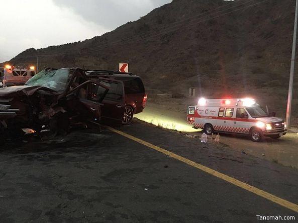 وفاه وتسع اصابات في حادث مروري على طريق ابها #محايل_عسير