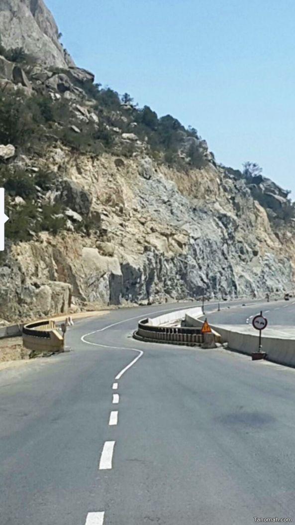 مواطنون يطالبون النقل بتعديل المسارات الخطيرة في عقبة القامة بين تنومة والنماص