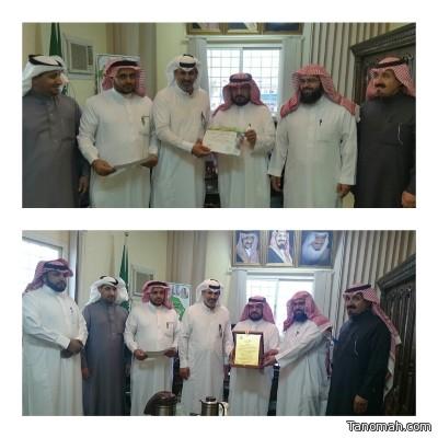 مدير مكتب تعليم #بني_عمرو يكرم جمعية البر لدعمها دورة القدرات العامة للطلاب