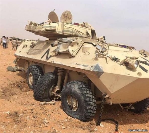 انقلاب عربة نقل عسكرية تابعة للحرس الوطني تحمل مدرعتين