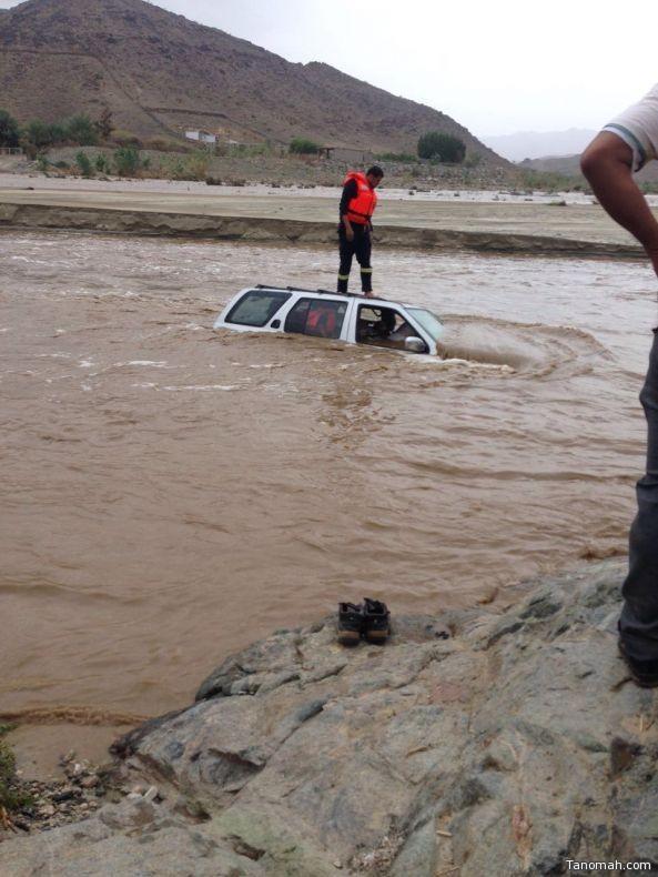 بالصور: #مدني_عسير يباشر عدد من حالات الإنقاذ في #بلقرن و #بيشة
