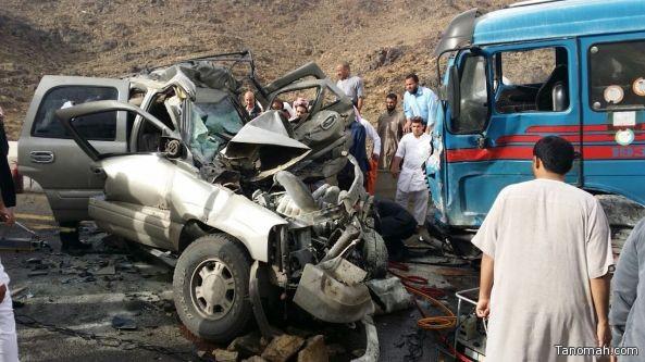 خمس وفيات واصابة بحادث مروري على طريق سبت #العلاية #بيشة