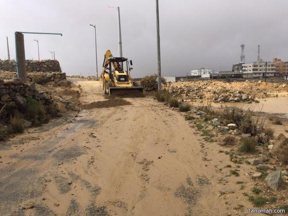 بلدية #النماص تباشر ماخلفته الأمطار والعواصف في مركز السرح