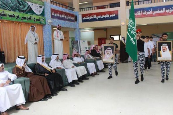 رئيس مركز #وادي_زيد يرعى حفل تخرج طلاب ثانوية عثمان بن عفان بـ #النماص