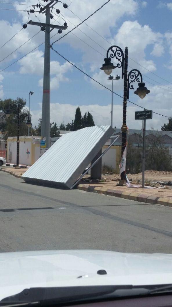 سقوط لوحة دعاية يشوه الشارع العام في #تنومة منذ أكثر من اٍسبوعين