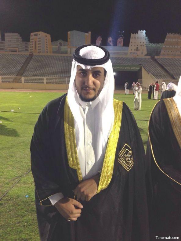 العميد الركن عبدالله آل وافي الشهري يحتفل بتخرج ابنه محمد طبيبا
