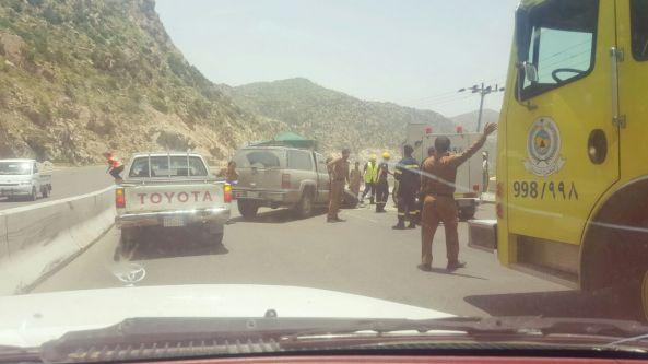 اصطدام جمس بشاحنة في عقبة القامة شمال #تنومة