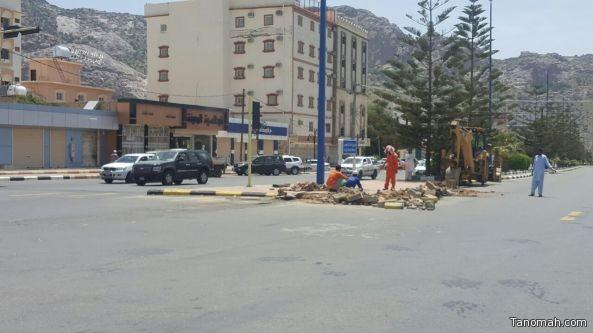 بلدية #تنومة تنفذ قرارات المجلس البلدي بإزالة أرصفة دوار البرج