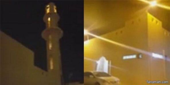 بالفيديو: باكستاني يؤم المصلين بمسجد في #الأفلاج بصوت الشيخ #السديس