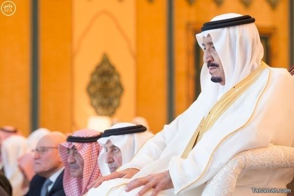 خادم الحرمين يؤدي صلاة العيد في المسجد الحرام