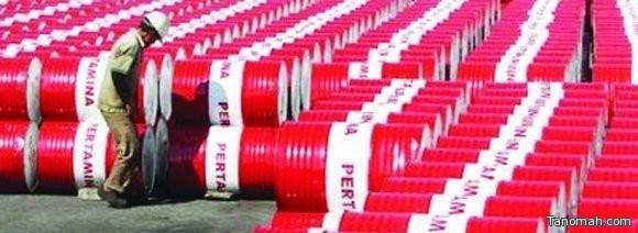 «وكالة الطاقة»: تخمة النفط العامل الرئيس في انخفاض الأسعار