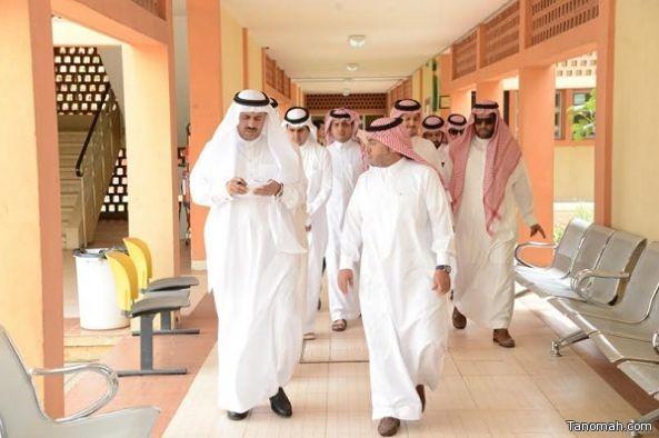 مدير جامعة الملك خالد يقوم بجولة تفقدية لمباني كليات البنات وعمادة القبول والتسجيل