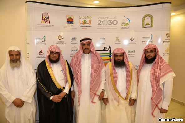 مدير جامعة الملك خالد يدشن وحدة التوعية الفكرية بالمخيم التوعوي بأبها