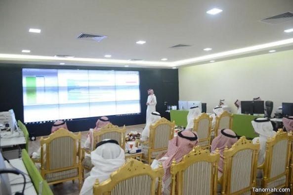 مدير جامعة الملك خالد يدشن مبادرة تحليل البيانات التعليمية بالتعلم الالكتروني