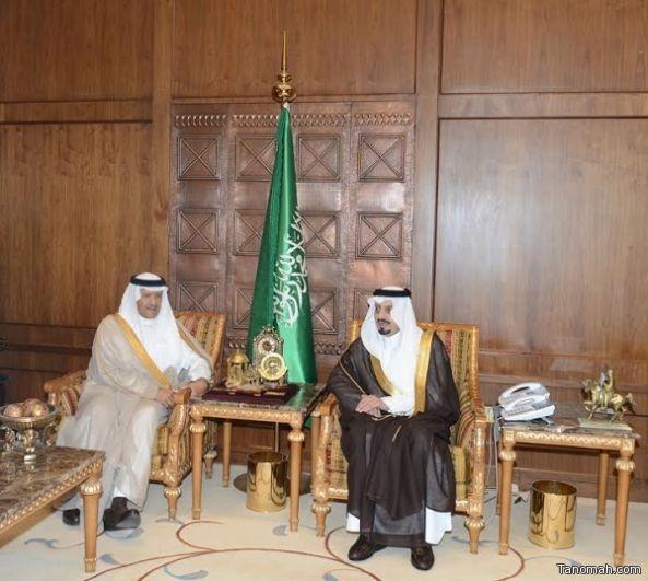 أمير عسير يقيم مأدبة غداء على شرف سمو رئيس السياحة والتراث الوطني