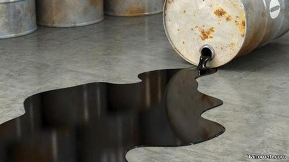 النفط يتراجع بفعل تخمة المعروض