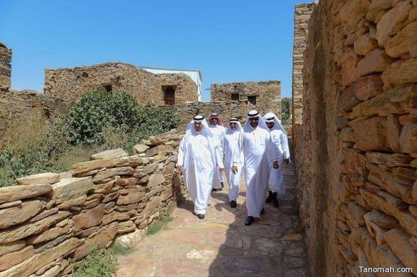 """محافظ #تنومة يتفقد مشروع تطوير قرية """"القرية"""""""