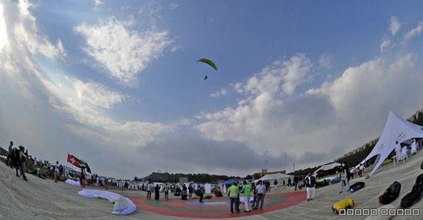 انطلاق بطولة عسير الدولية الخامسة للبرقلايد بمشاركة ٤١ طيارا