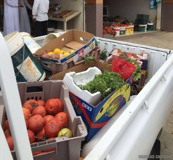 بلدية #تنومة تصادر كميات من الخضار والفواكه الغير صالحه للاستهلاك