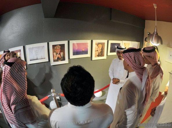 مدير سياحة عسير يفتتح معرض الفوتوغرافي آل زيد