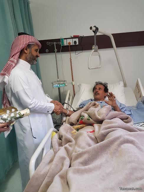 المشرف العام على مستشفى عسير المركزي يعايد المرضى المنومين