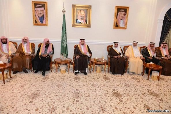 أمير عسير يلتقي مديري الإدارات الحكومية ومشايخ القبائل