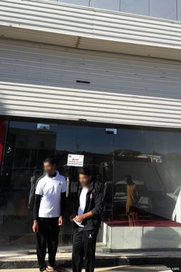 """بالفيديو: بلدية #تنومة تغرم وتغلق مطعم قام بـ""""الشوي"""" على الغاز"""