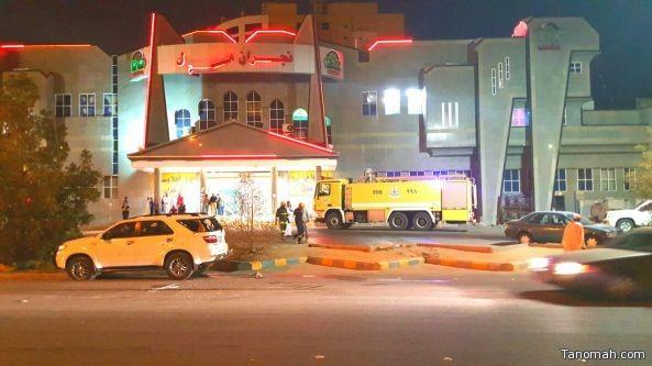 وفاة يمني واصابة ٧ في سقوط مقذوف حوثي على مجمع تجاري بنجران