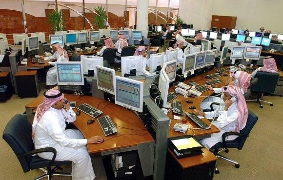سوق الأسهم يغلق منخفضًا عند 7031 نقطة