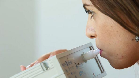 """جهاز جديد يكشف 17 مرضا من """"رائحة الأنفاس"""""""