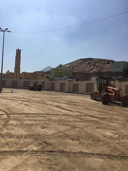 بلدية بارق تبدأ العمل بسفلتة سوق الثلاثاء الشعبي و طريق الملك عبدالله بالمحافظة