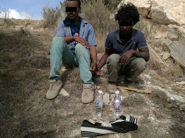 الجهات الأمنية تطيح بثلاثة مروجين أفارقة في #تنومة