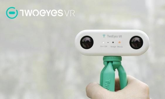 أول كاميرا للواقع الافتراضي بعدسة ثنائية