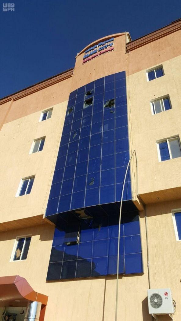 إصابة جندي إثر سقوط قذائف حوثية على مبنى أممي في ظهران الجنوب