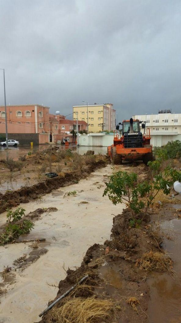 بلدية #أحد_رفيد تفعل خطة الطورئ والأزمات لمواجهة الأمطار الغزيرة