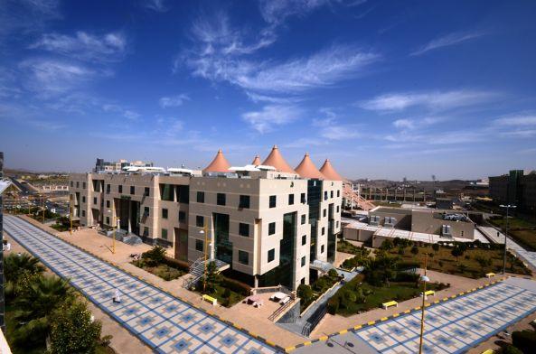 طالبات أسنان جامعة الملك خالد يحصلن على المركز الأول في (إيدك 2017)