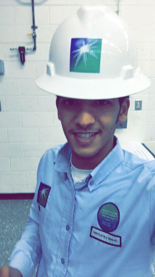 فيصل بن عبادل يحتفل بتخرجه