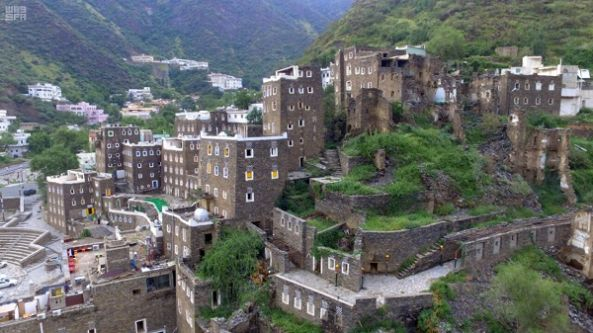 قرية رجال ألمع تفوز بجائزة المدن العربية للتراث المعماري