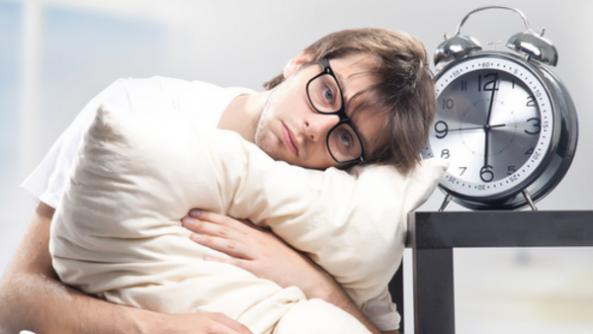 تعرف على أفضل وأسوأ الأطعمة والمشروبات قبل النوم