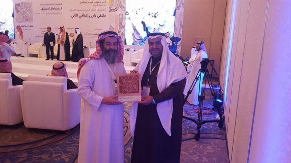 الدكتور أبو عرَّاد يعرض تجربة (إثنينية تُنومة الثقافية)