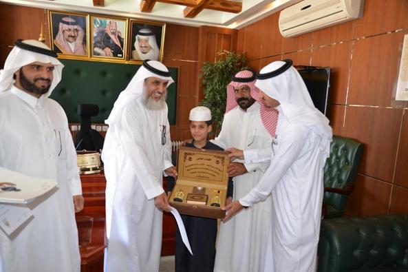 مدير تعليم #النماص يستقبل الفائز بالمركز الأول في جائزة الأمير سلطان بن سلمان لحفظ القران الكريم للمعاقين