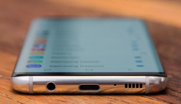 LG و سامسونج تعملان على تطوير شاشات منحنية من أربع اتجاهات