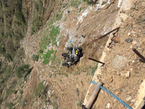 سقوط سيارة في جبل #فيفا يقتل شخصين بداخلها