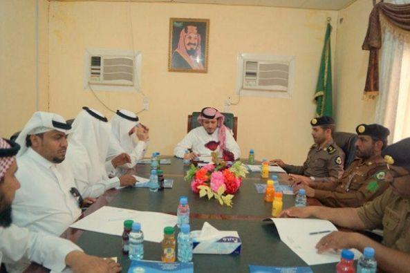 محافظ بارق يناقش مستقبل فرع جامعة الملك خالد مع المشرف العام والجهات الأمنية والبلدية