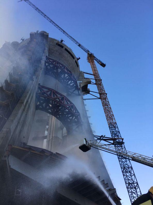 بالصور:إخماد حريق في برج توازن المياه بـ #خميس_مشيط