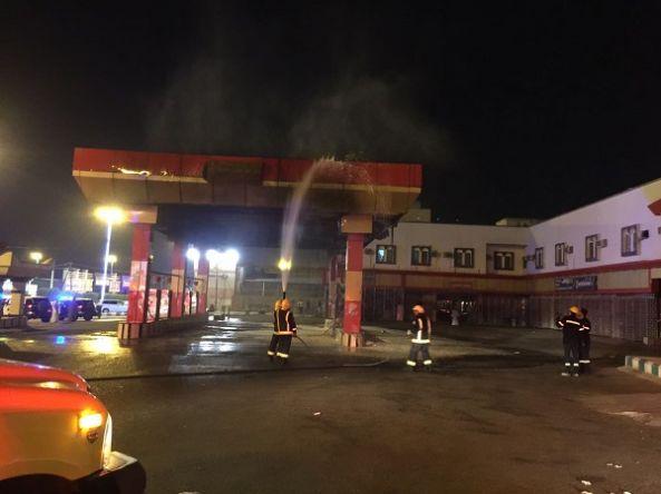 مدني محايل يخمد حريق شب في محطة وقود