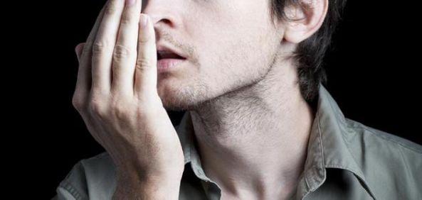 10 طرق للتخلص من رائحة الفم الكريهة أثناء الصيام