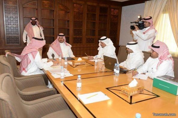 الأمير منصور بن مقرن  يطلع على مشروع الاقتصاد البحري وتطوير ساحل منطقة عسير