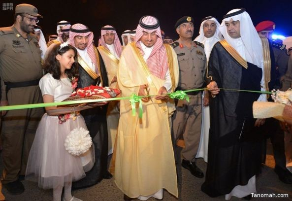 نائب أمير عسير يفتتح مركز هيئة الأمر بالمعروف ويدشن القرية التراثية بالحبلة