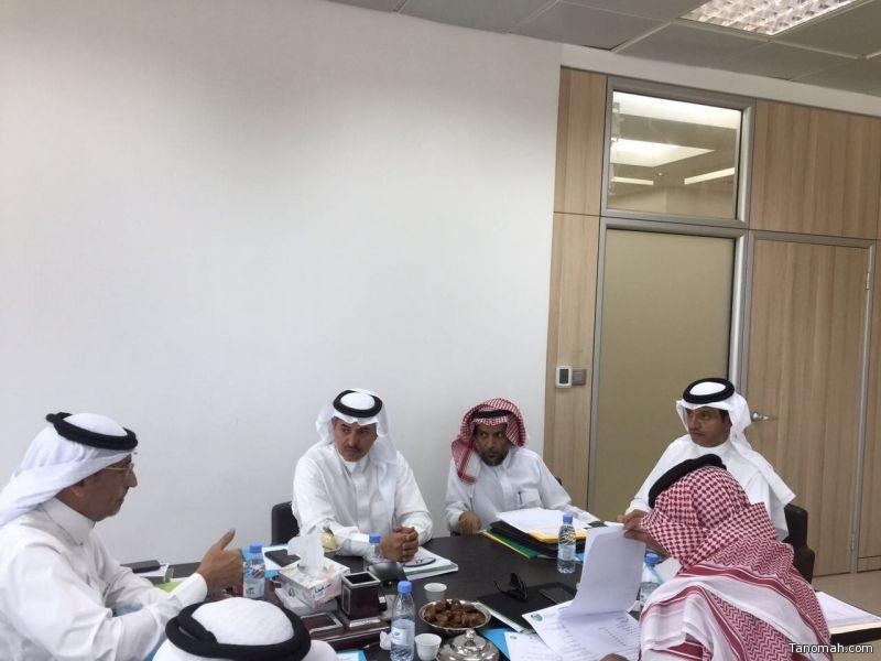 رئيس المجلس البلدي بأمانة #عسير يجتمع برؤساء اللجان